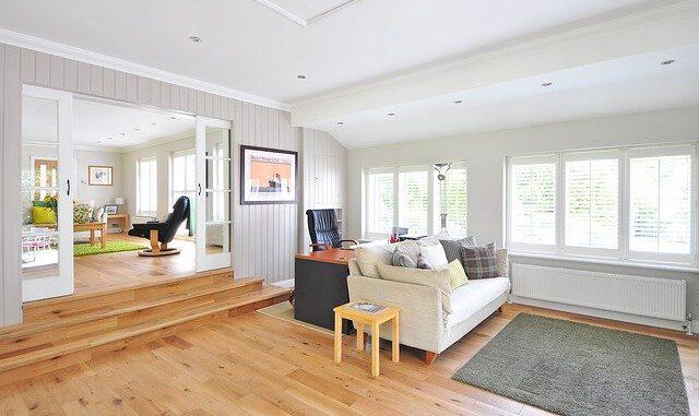 Kamer met houten vloer